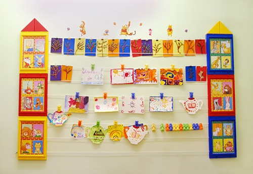 Стенд для выставки рисунков в детском саду
